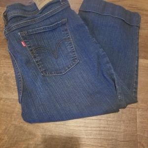 Levis- womens cropped Jean's #548